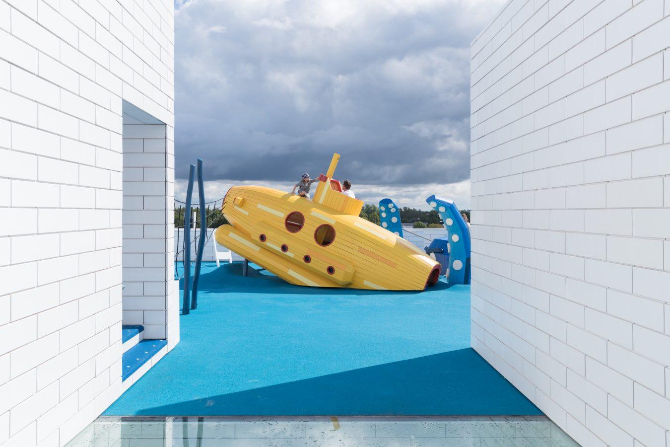 terraza en lego house con juegos para los niños