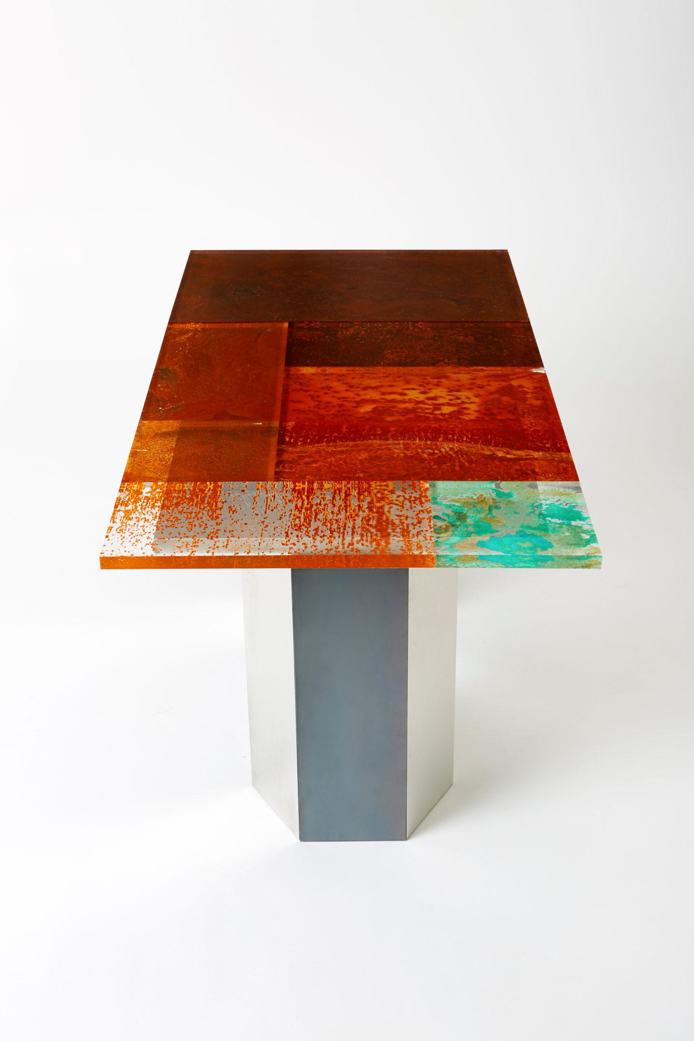 mesa de la colección Rust Harvest de Yuma Kano