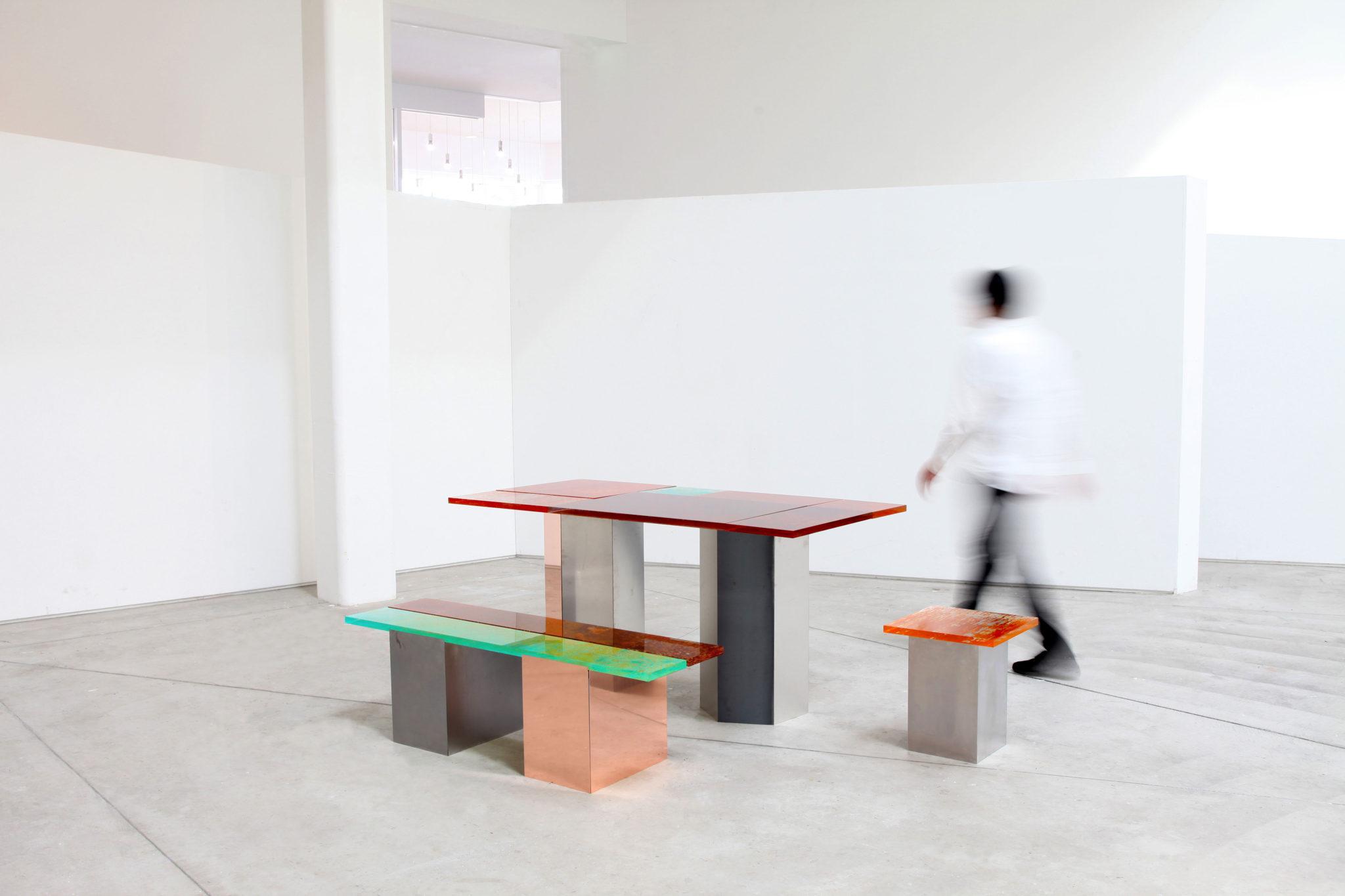 mesa y bancos de varios tamaños proyecto Rust Harvest del japones Yuma Kano