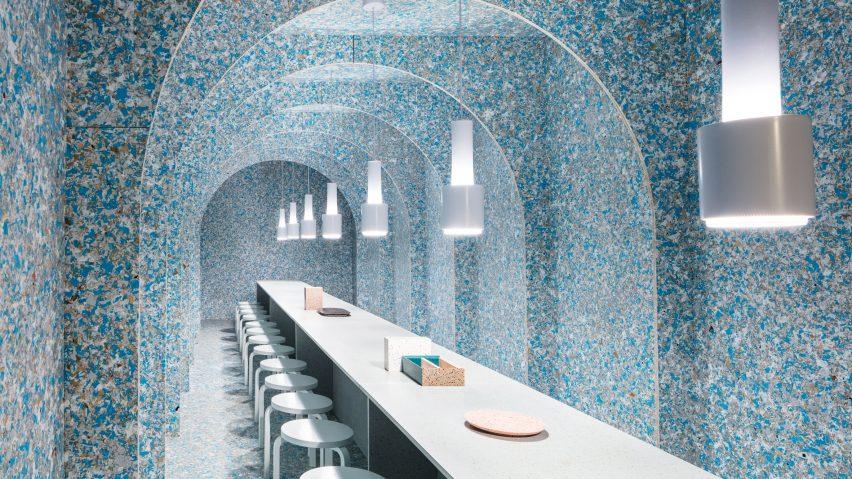imagen panoramica de zero waste bistro hecho con materiales reciclados