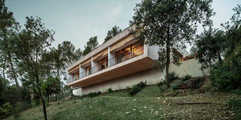 Casa LLP: arquitectura bioclimática en plena sierra de Collserola