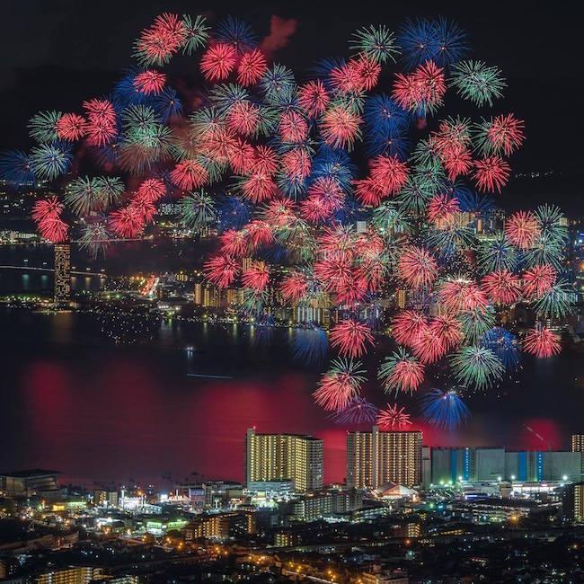 imagenes superpuestas de los fuegos artificiales