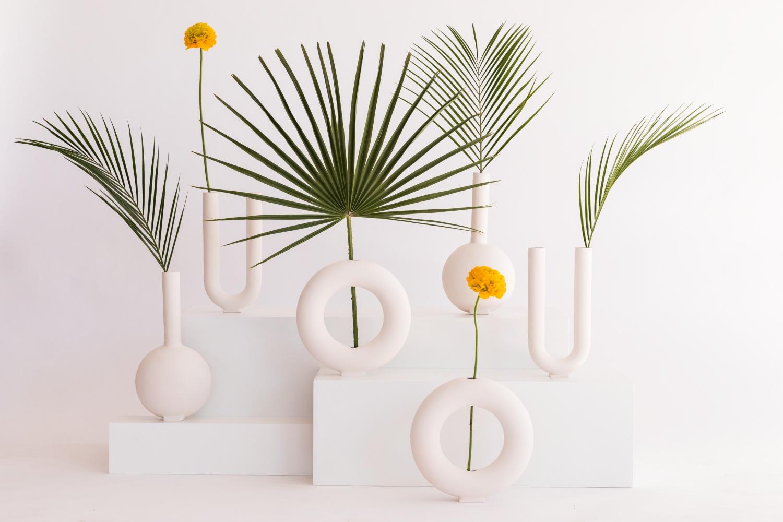 jarrones de ceramica diseñados por valeria vasi