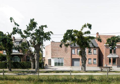 Graux & Baeyens Architecten huyen de la monotonía en su House L-C