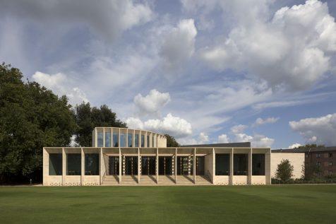 Níall McLaughlin Architects firma el nuevo auditorio del campus de Oxford