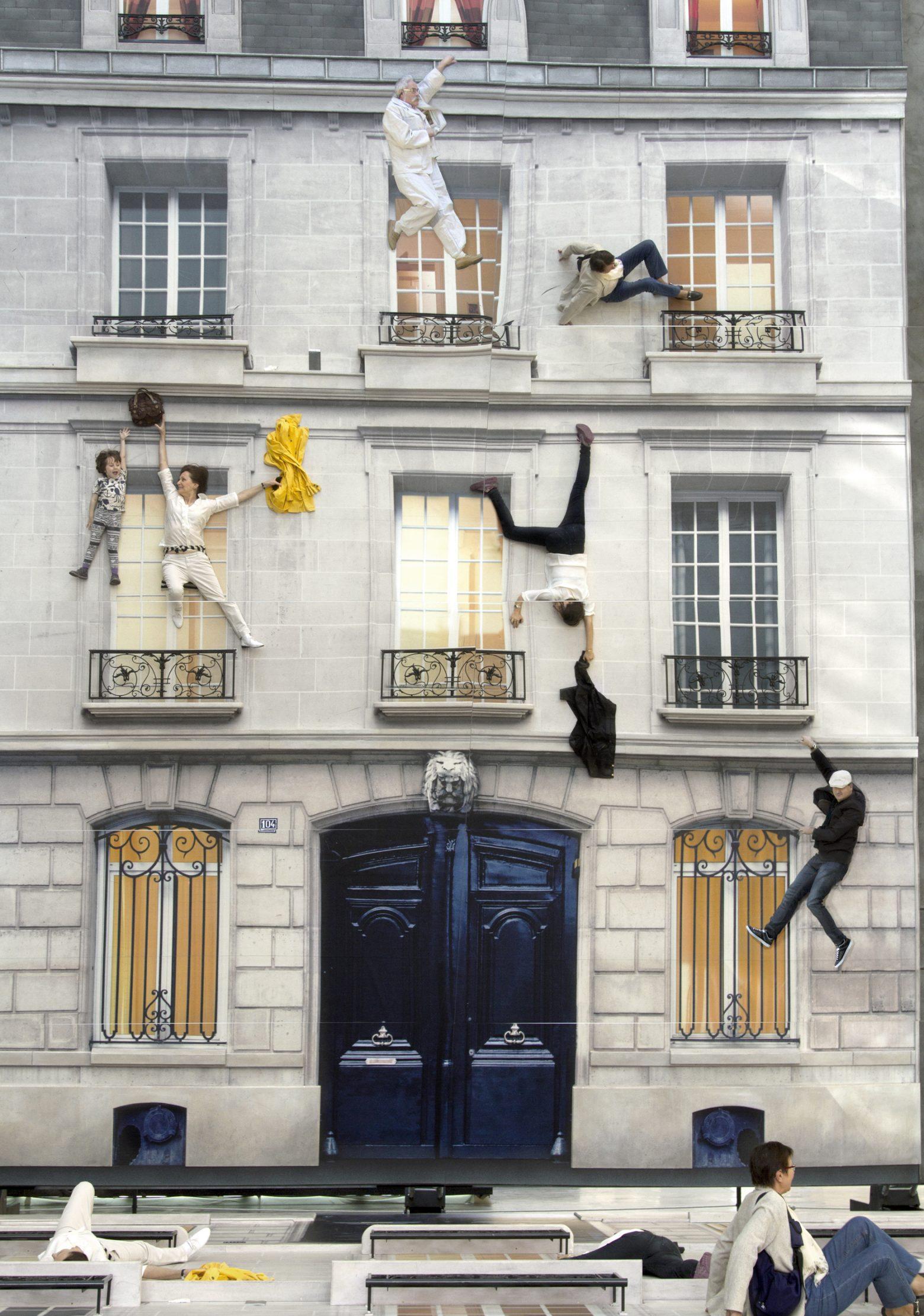 instalacion Bâtiment, concebida en 2004 para el festival parisino Nuit Blanche