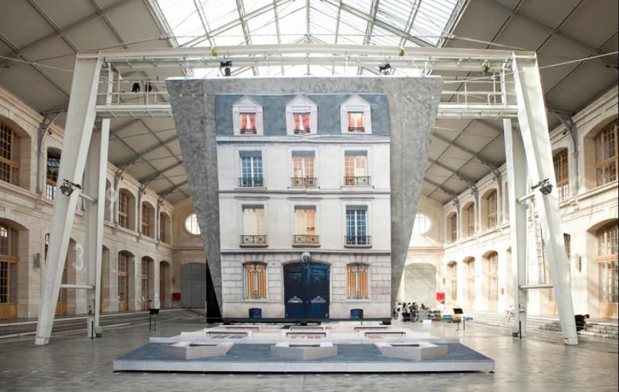 montaje de la instalacion Bâtiment en el festival parisino Nuit Blanche