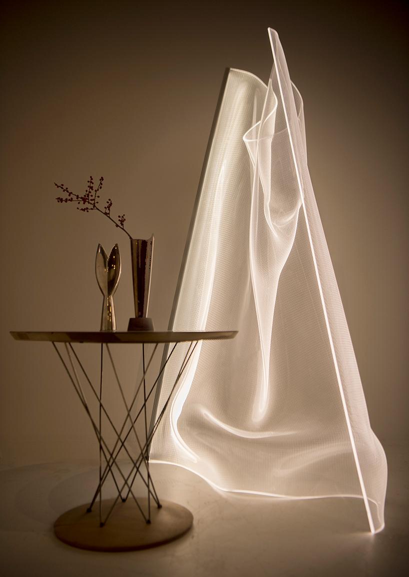 lámpara termoconformada con luces led incrustradas de la colección Gweilo