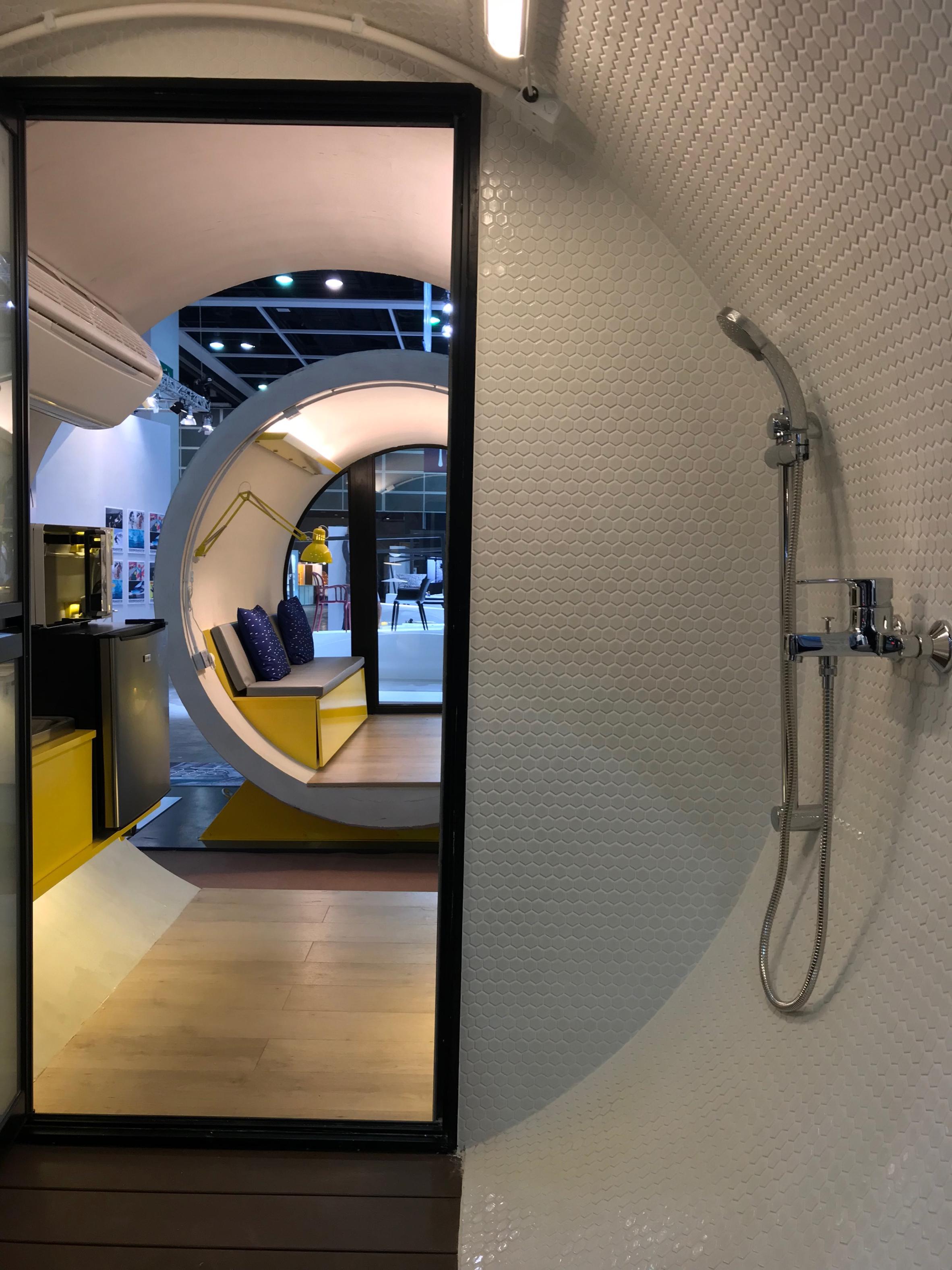 espacio para la ducha de las capsulas habitacionales