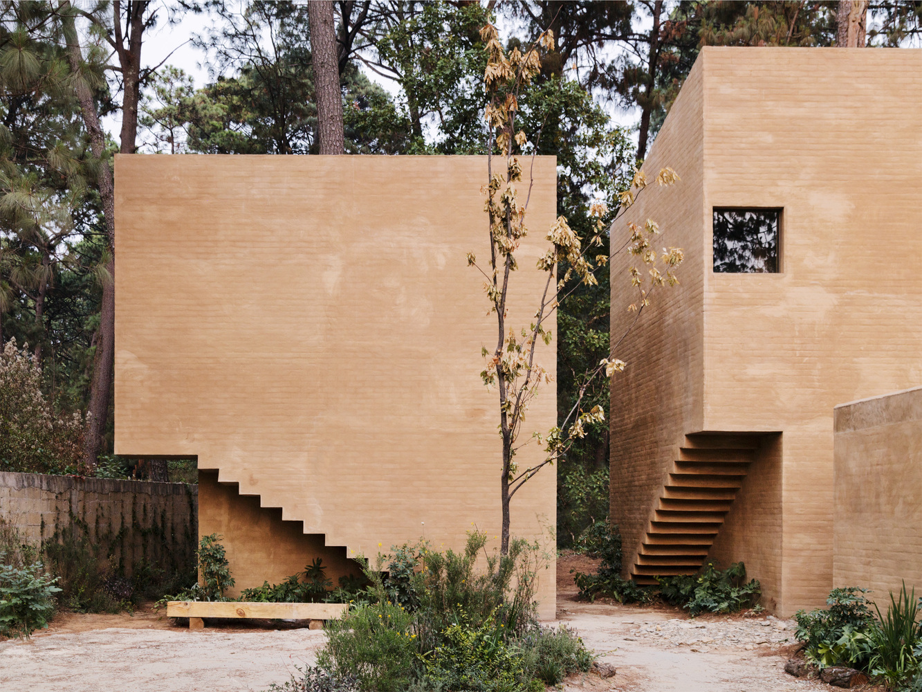 Treinta volúmenes y seis viviendas por el Taller de Héctor Barroso