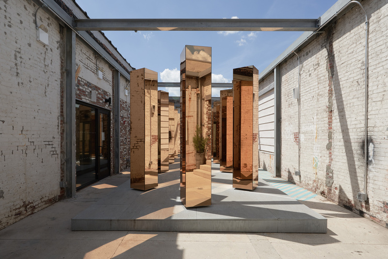detalle de los reflejos en la instalación spirit of the city