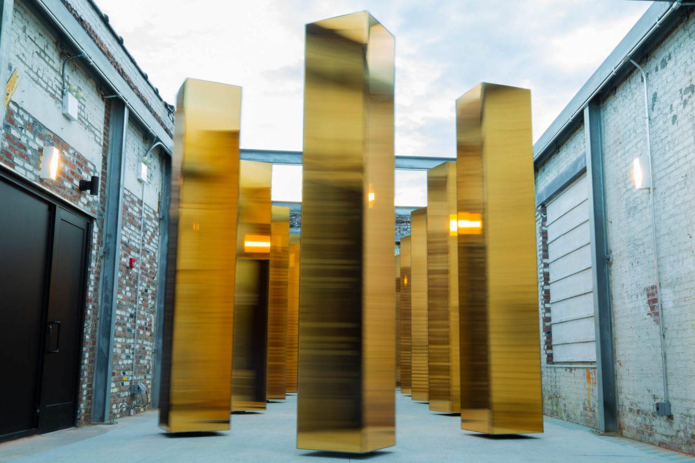 Las esculturas giratorias de United Visual Artists hacen bailar a Nueva York