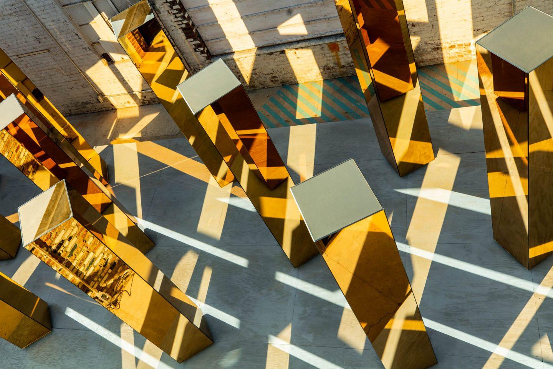 columnas giratorias de la instalación de united visual artist