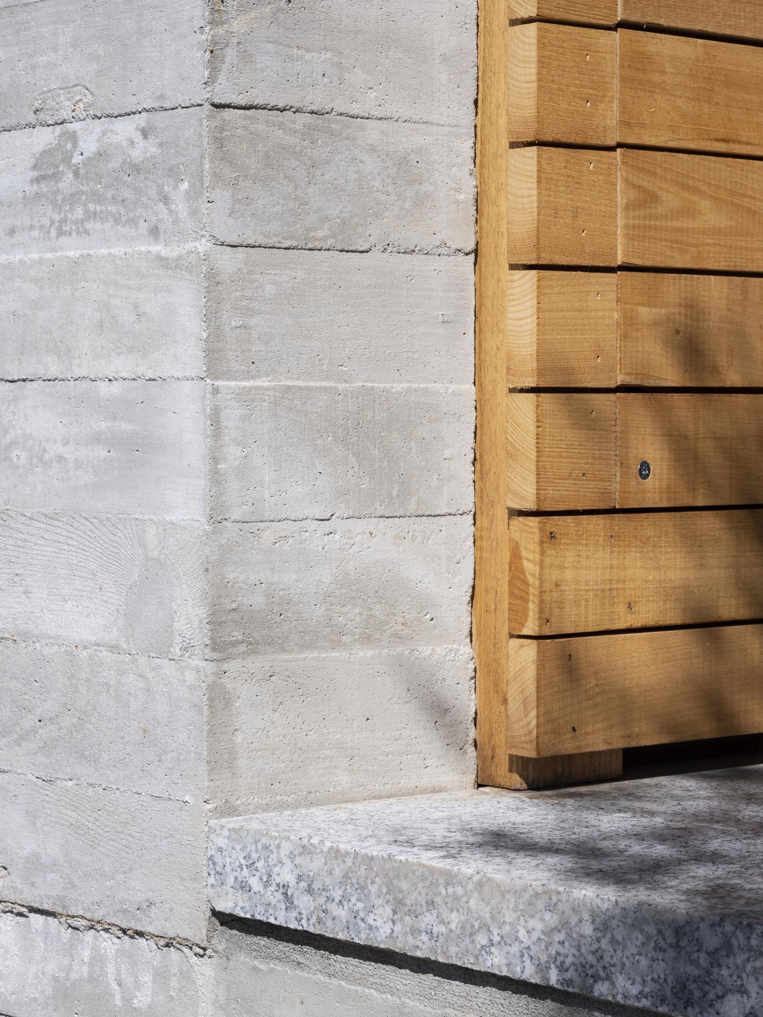 Panteon ÁBATON arquitectura Fotografía Juan Baraja Hormigón arquitectónico granito y madera
