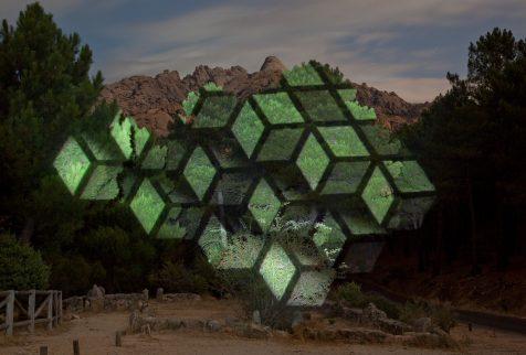 Las deslumbrantes intervenciones sobre el paisaje de Javier Riera