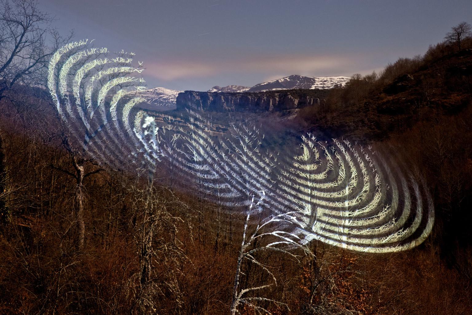 proyecciones luminosas de formas geométricas de javier riera