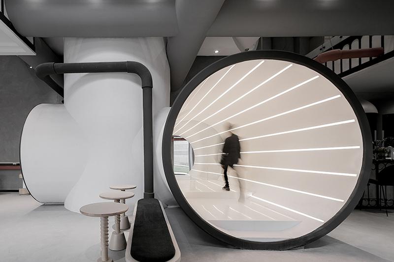 pasillo de las oficinas de Ideas Lab en Shangái obra del arquitecto Li Xiang