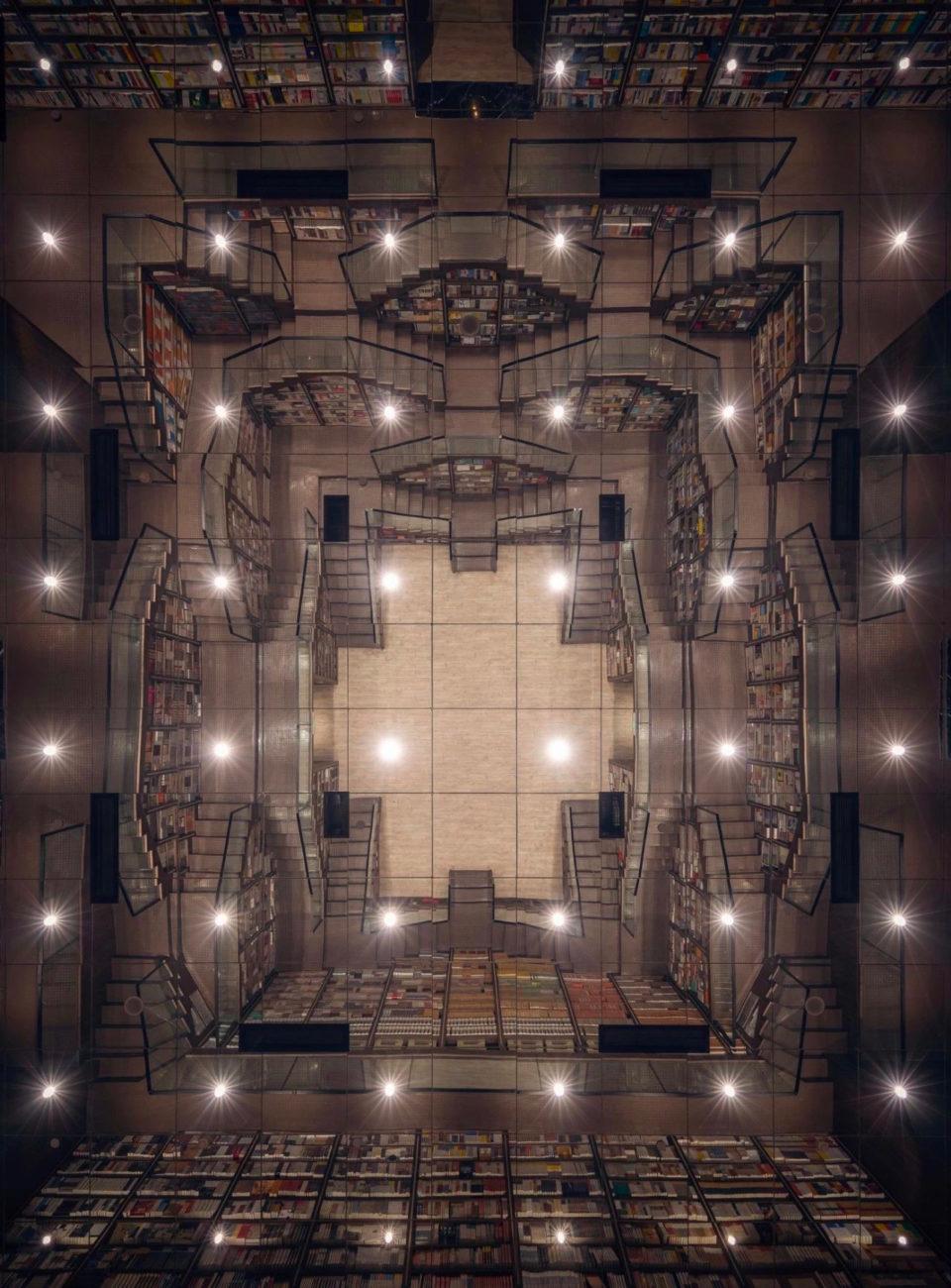 laberinto de escaleras q traen a la mente las escaleras imposibles del holandés M. C. Escher