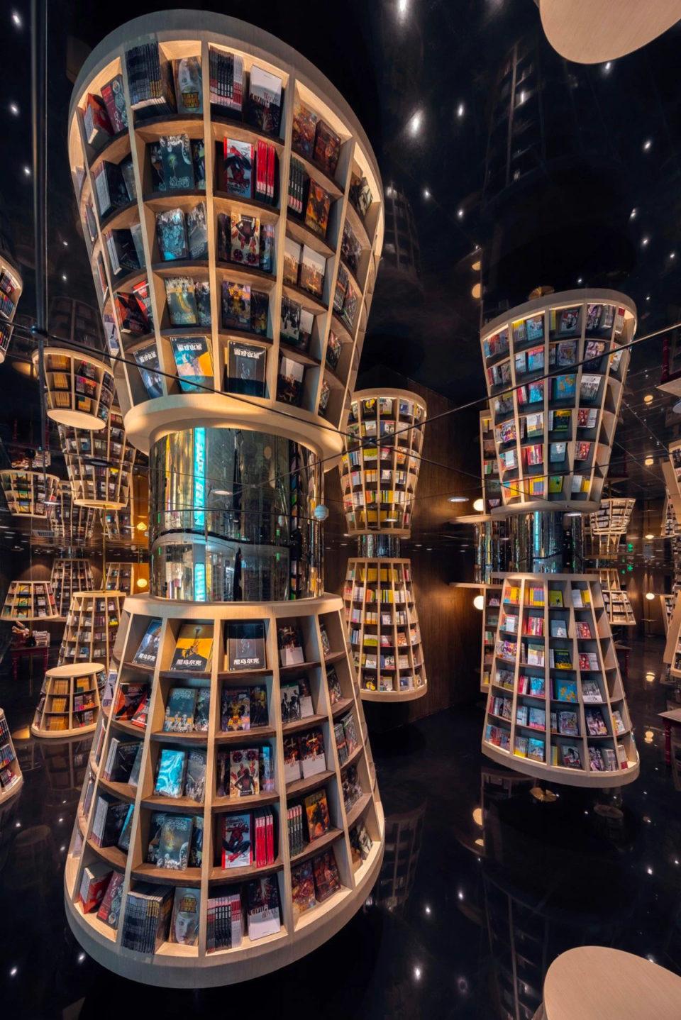 vista general de la librería subrealista diseñada por el estudio X LIVING