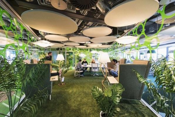 paraíso verde en que están sumergidas sus oficinas de Dublín