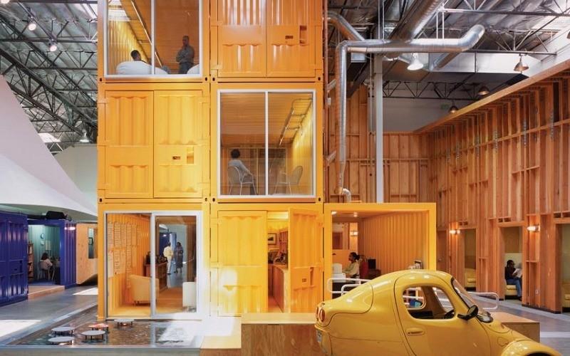 oficina creada con contenedores marítimos por Clive Wilkinson Architects