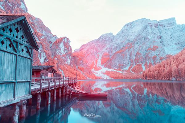 fotografía con fantástica combinación de azules, rojizos y rosas en las dolomitas