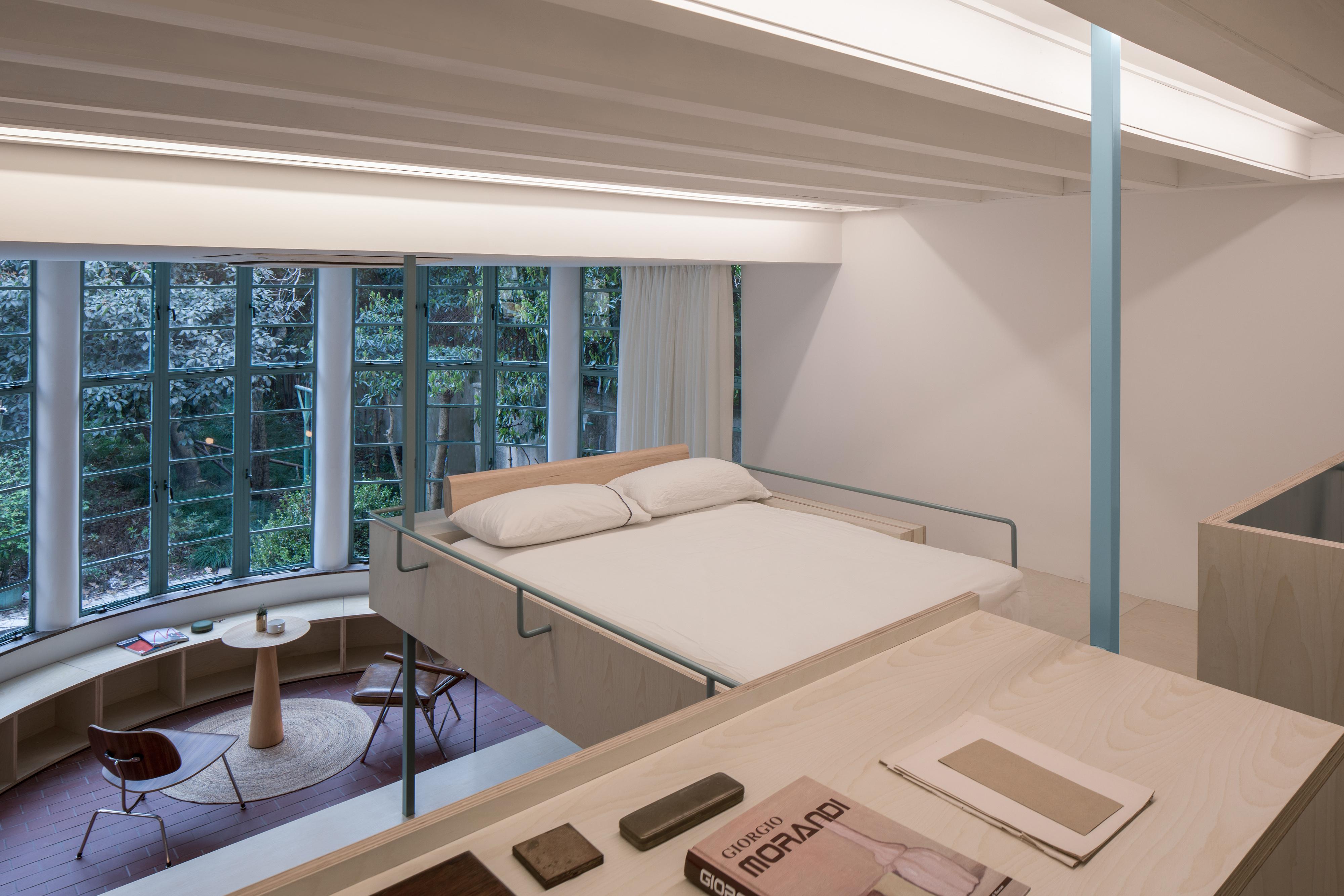 dormitorio situado sobre la cocina