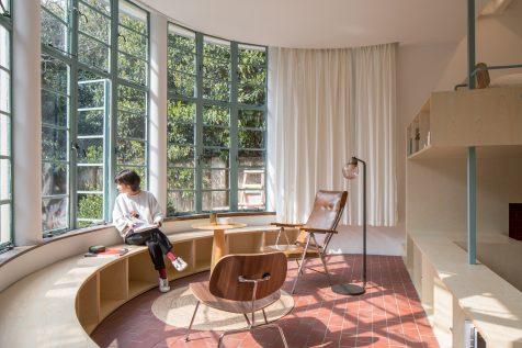 Tao+c revitaliza un mirador en U con mobiliario arquitectónico en madera