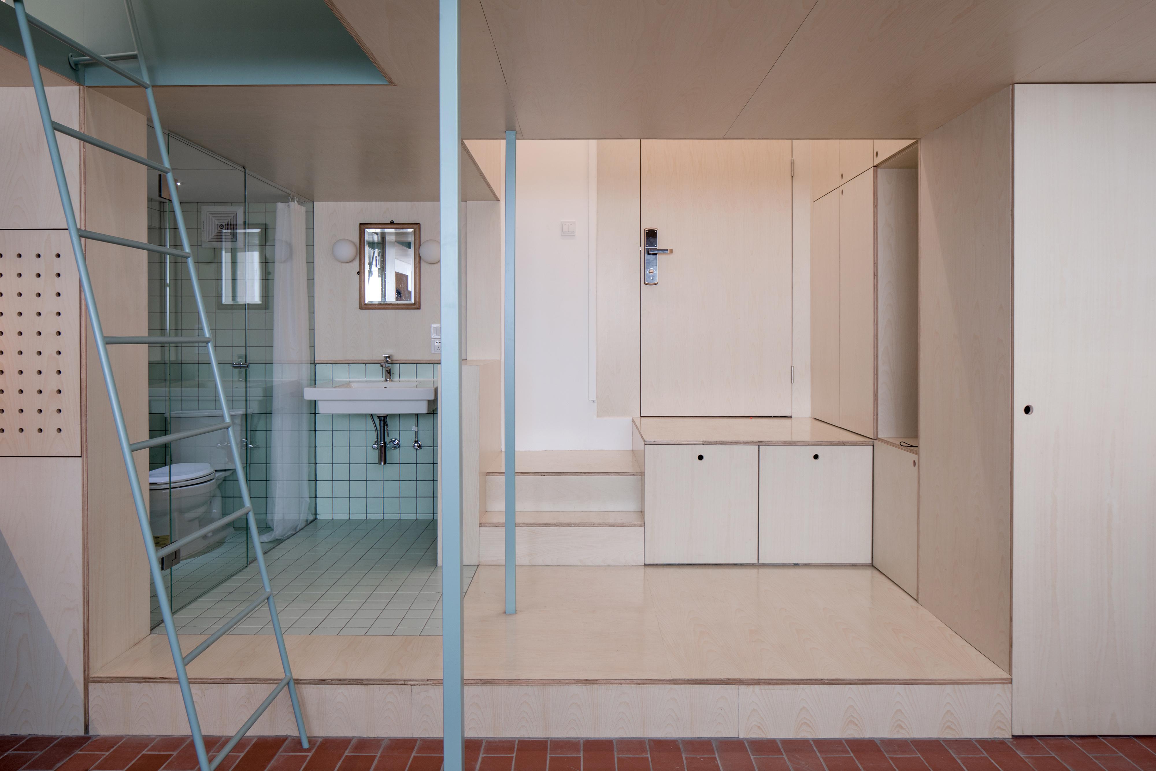almacenamiento y baño en planta baja
