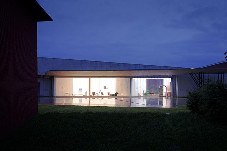 instalación TWENTYTHIRTYFIVE, ubicada en el parque de bomberos de vitra