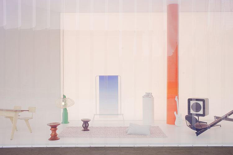 mobiliario de Charles y Ray Eames o Eero Aarnio en la instalacion twentythirtyfive