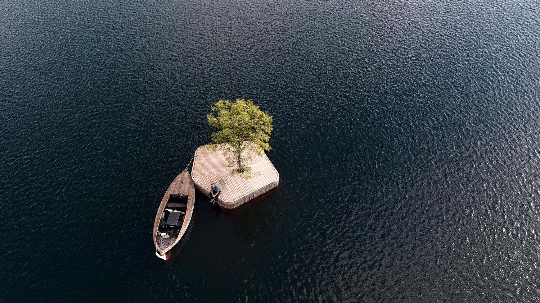 la isla está creada a base de materiales reciclados