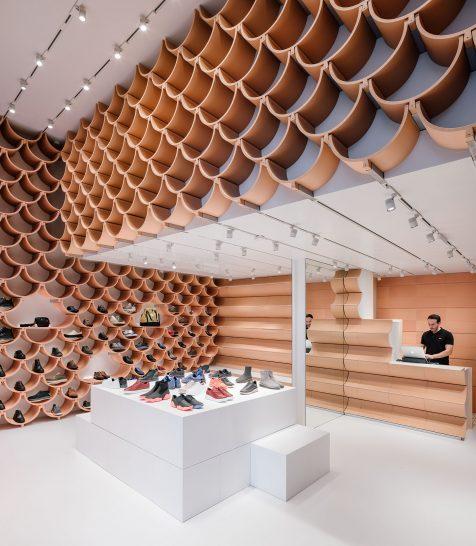 Kengo Kuma reinventa la bóveda cerámica para la nueva tienda CAMPER de Barcelona