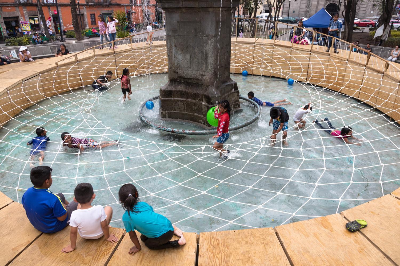 niños jugando en la red de la instalacion