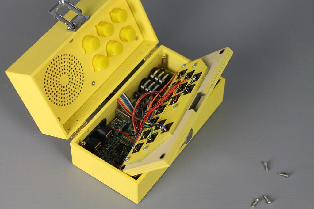 sintetizador elaborado con hardware de código abierto basado en el núcleo Axoloti