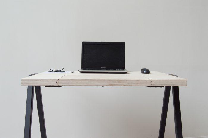 el columpio se integra en el mueble aparentando ser una mesa normal
