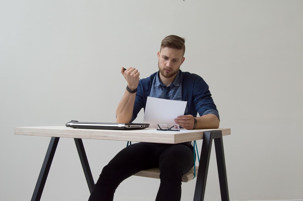 escritorio weel, la mesa de trabajo alternativa con un columpio