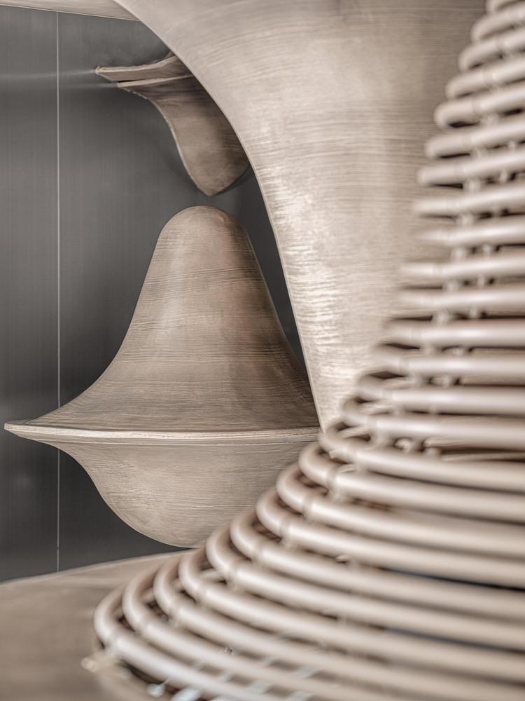 Contraste entre el acero inoxidable y la calidez de los laminados de madera