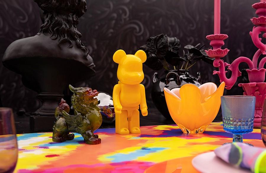 figuritas pintadas en colores vivos para la decoración de la mesa
