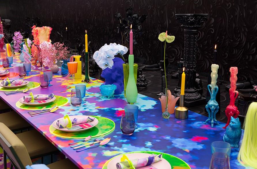 vasija cromática en colores vivos