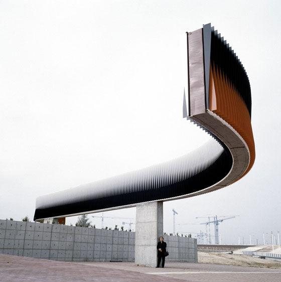 vista general de la macroescultura Fisicromía para Madrid del Parque Ferial Juan Carlos I.