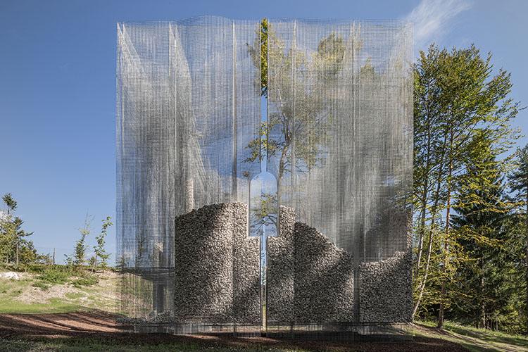 simbiosi instalacion del artista eduardo tresoldi