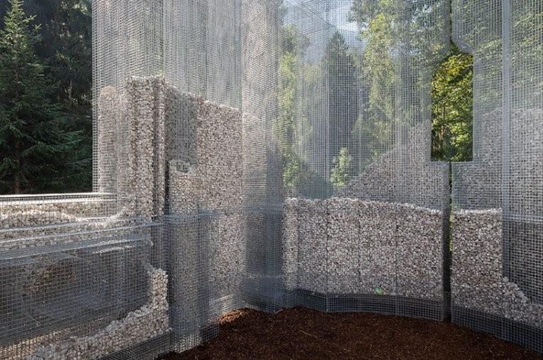 detalle de los muros de la instalacion simbiosi