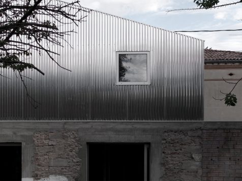 La Casa M03 cuestiona los nuevos límites del equilibrio estético